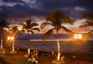 Stroll the  famous Malecón at twilight